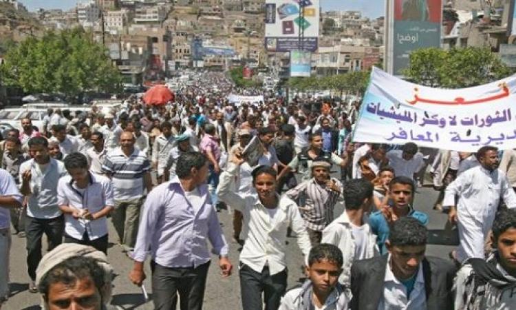 الحوثيون يرسلون مئات المسلحين لتعز ويقابلون المظاهرات ضدهم بالرصاص