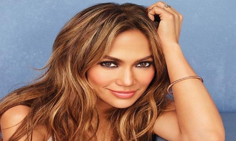 بالصور .. جينيفر لوبيز تفضل 3 إطلالات من مصممين عرب فى نهائيات American Idol