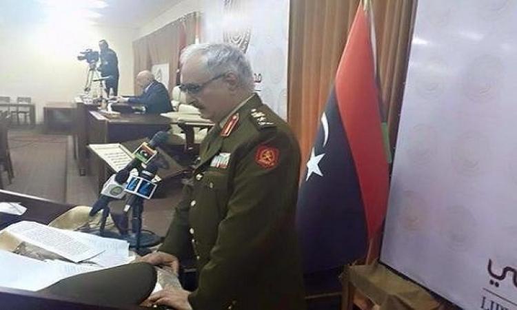 خليفة حفتر يؤدى اليمين القانونية قائدا للجيش الليبى