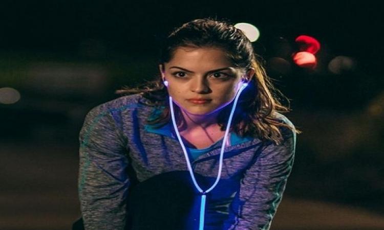 سماعات glowالضوئية الذكية تتفاعل مع نبضات قلبك