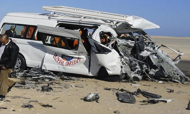 إصابة 10 فى حادث تصادم ميكروباص بقطار بالنزهة
