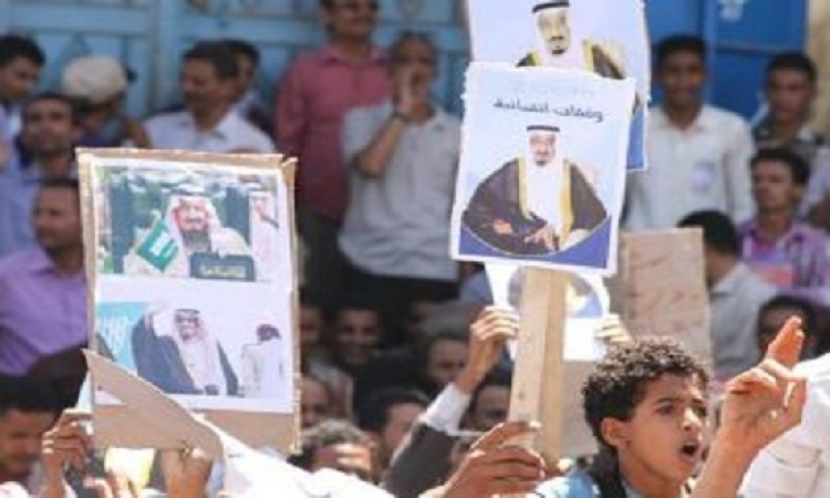 اليمن تؤيد الملك سلمان برفع صوره بعد عاصفة الحزم