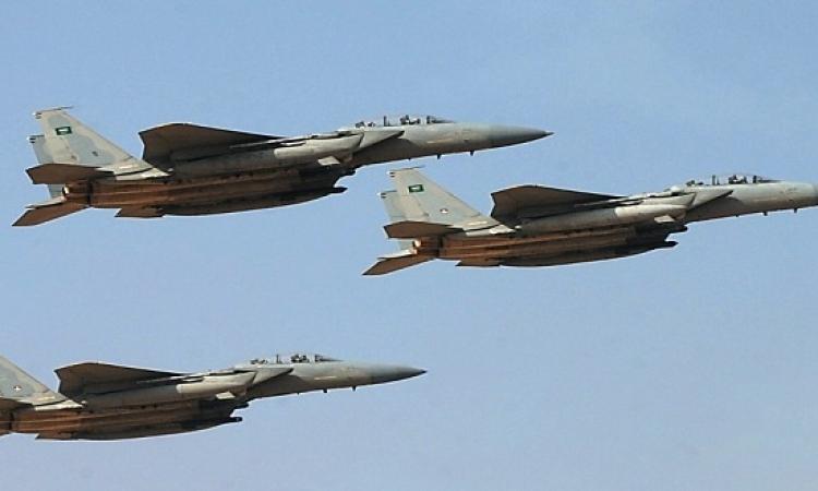 عاصفة الحزم تقصف قوافل للحوثيين قرب مطار عدن