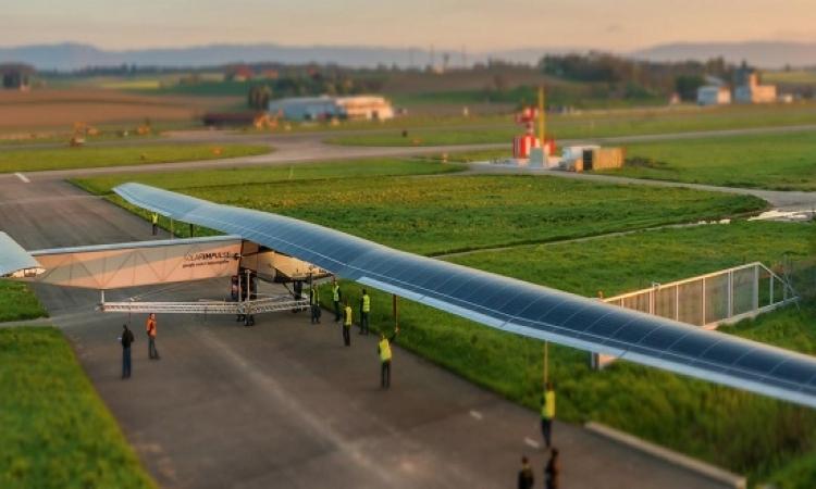 بالفيديو .. انطلاق أول طائرة بالطاقة الشمسية من أبوظبى تطوف العالم