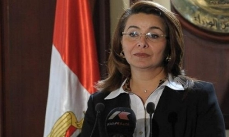 غادة والى تفتتح جناح الأسر المنتجة فى معرض عيد الأم
