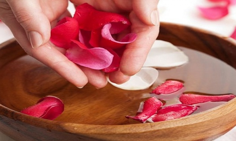 فوائد ماء الورد للعناية بجمالك