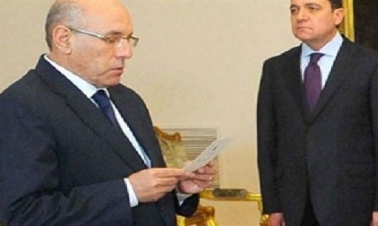 """وزير الزراعة فى أول تصريح له يقول لصحفى: اقفل البتاع ده لأكسره .. من أولها """"بلطحة""""!!"""