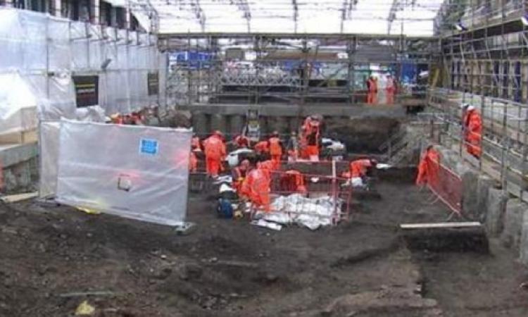 آلاف الهياكل العظمية أسفل محطة قطار ليفربول