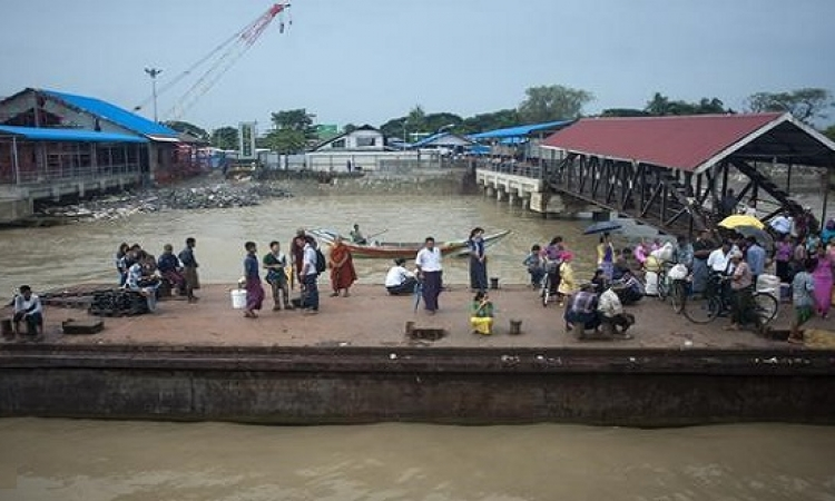 غرق عبّارة فى سواحل بورما