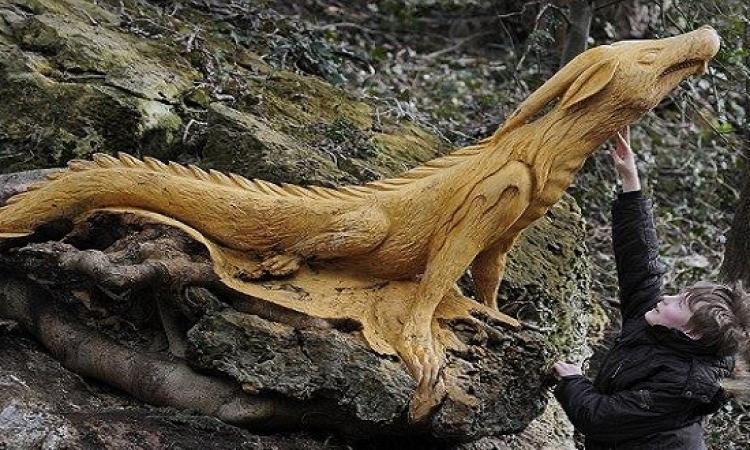 بالصور ..  نحت الاشجار على هيئة مخلوقات اسطورية