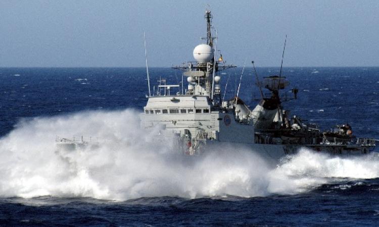 سفن البحرية المصرية تصل مضيق باب المندب لتأمينه