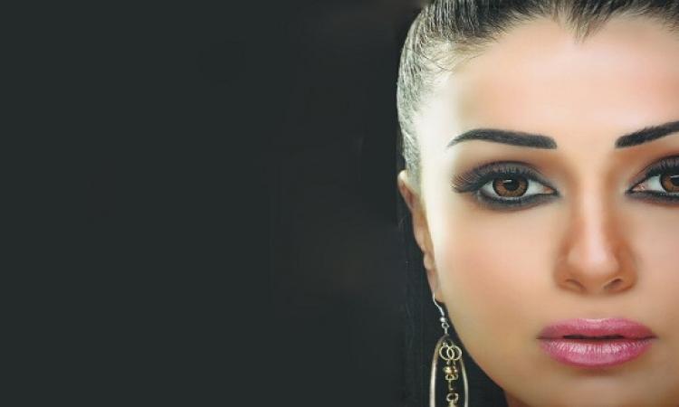 غادة عبد الرازق تعشق الشيشة وتنشر صورة لها ومتابعيها أنتِ معندكيش دم