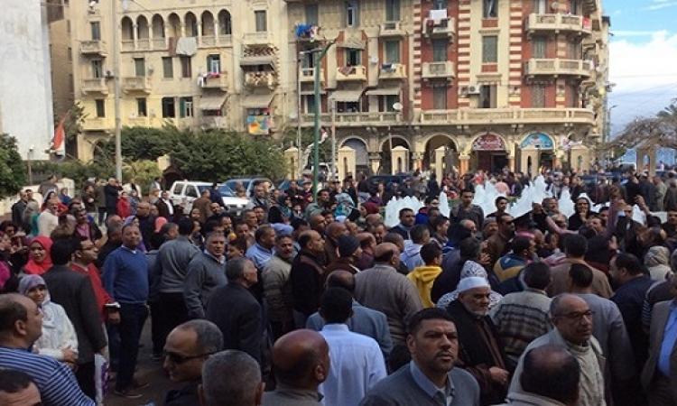 مواطنون يهتفون تحيا مصر بوسط البلد بعد انفجار دار القضاء