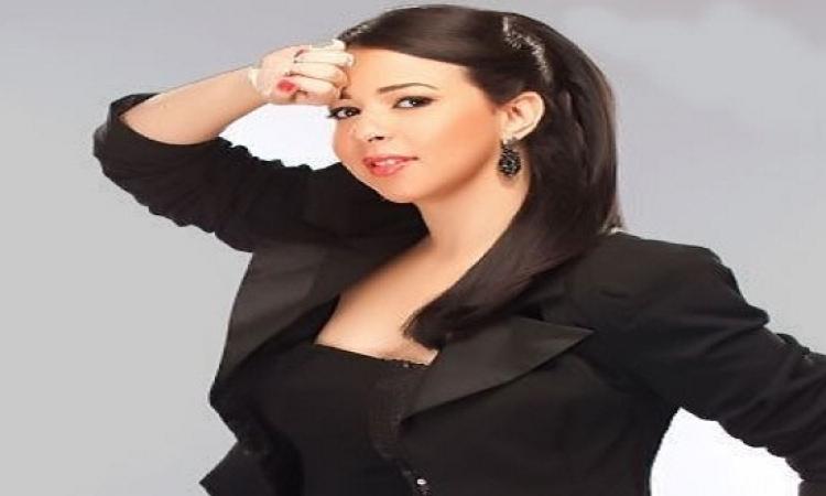 """بالفيديو.. إيمى ترد على منتقديها: """"اللى مش عاجبه يشد فى حواجبه"""""""