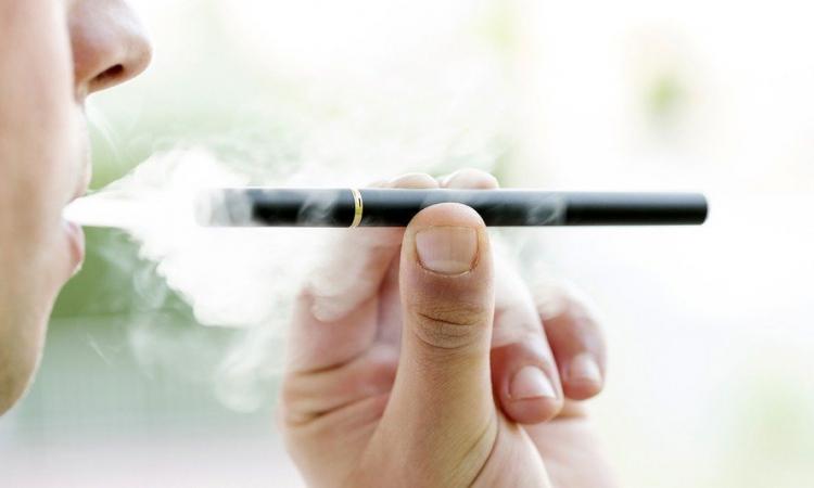 هيلث داى.. السجائر الالكترونية لها هذا التأثير السيء