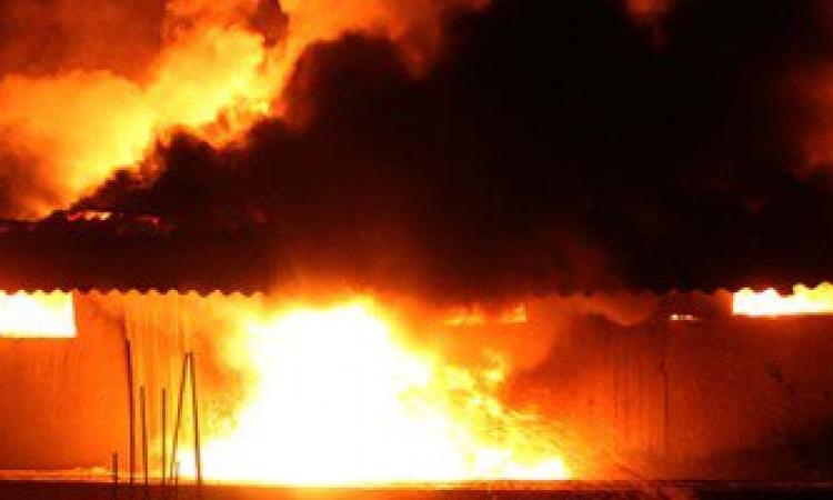 حريق هائل بمصنع أسفنج بمدخل أنشاص الرمل فى الشرقية