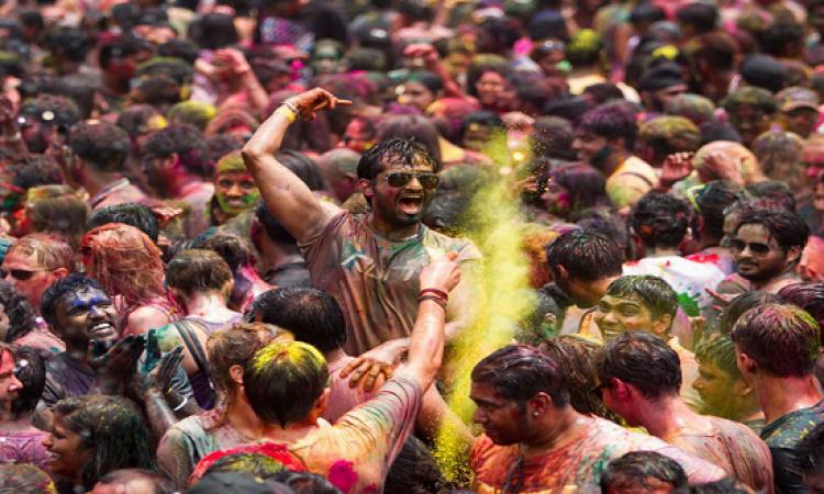 بالصور .. مهرجان هولى يحول ماليزيا إلى عالم من الألوان