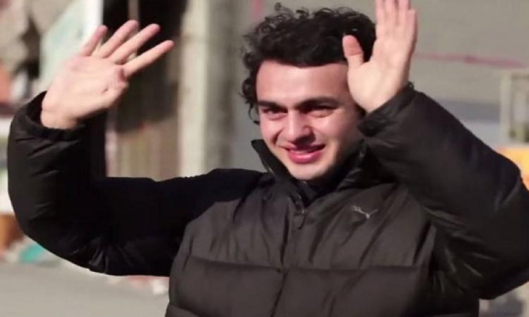 بالفيديو .. حى بالكامل يتعلم لغة الإشارة من أجل جارهم الأصم فى إسطنبول