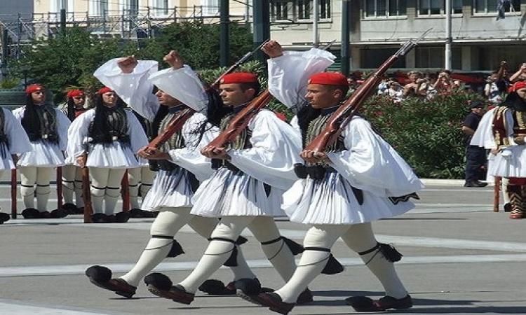 أغرب 7 أزياء للفرق العسكرية فى العالم