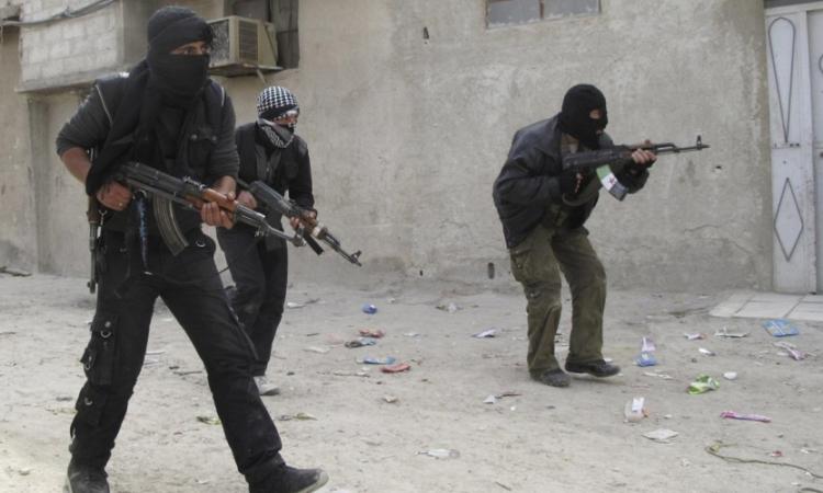 مجهولون يهاجمون سيارة شرطة بالفيوم ويصيبون مجندين