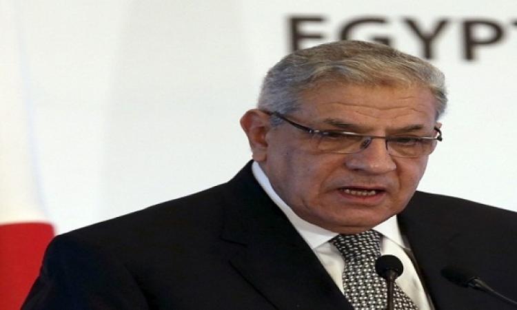 بالفيديو.. محمد منير يفاجئ محلب ويقتحم الاستوديو على الهواء