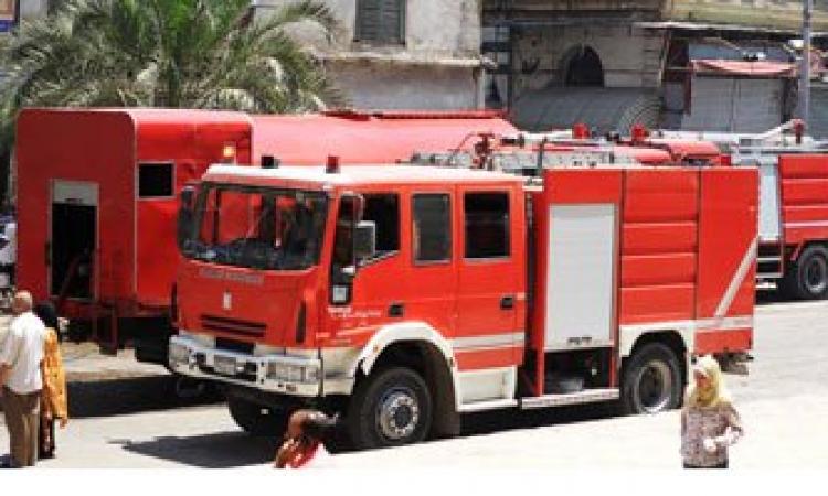 10 سيارات إطفاء للسيطرة على حريق مصنع الهلال والنجمة بالشرقية