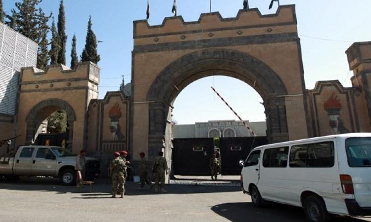 الحوثيون ينسحبون من القصر الرئاسي بعدن