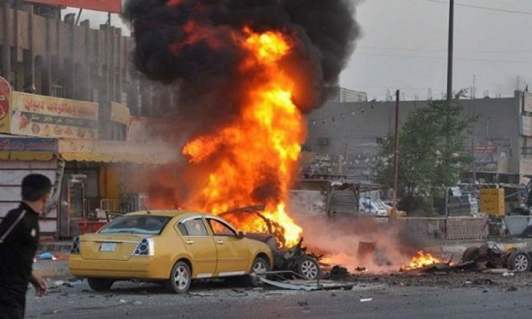 تفحم سيارتين في انفجار امام احدى شركات المحمول بالزقازيق