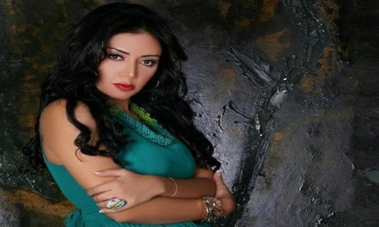 بالفيديو.. إبراهيم سعيد ينفعل على رانيا يوسف: انتى بتستحمى أصلًا؟ .. طبعاً امال بتبرق ازاى !!