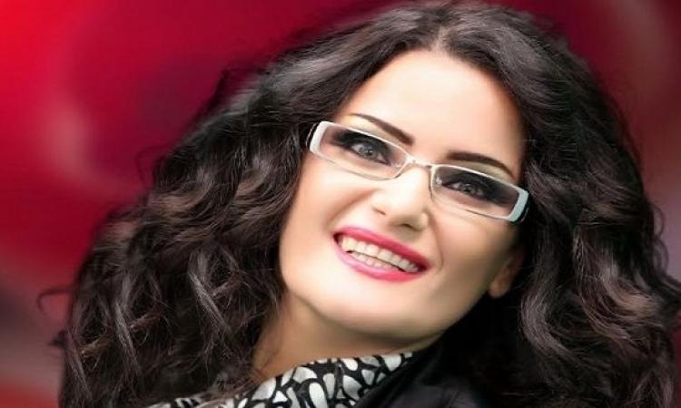 بالفيديو .. سما المصرى تحرق صورة مرسى وتدعى لمبارك ربنا يفك كربه !!