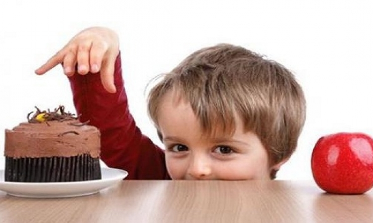 إحذرى تأثير إعلانات المنتجات الغذائية على أطفالك