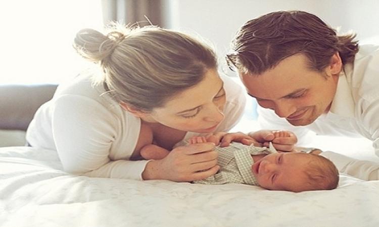 تغلبى على غيرة زوجك من طفلك مولودك الجديد