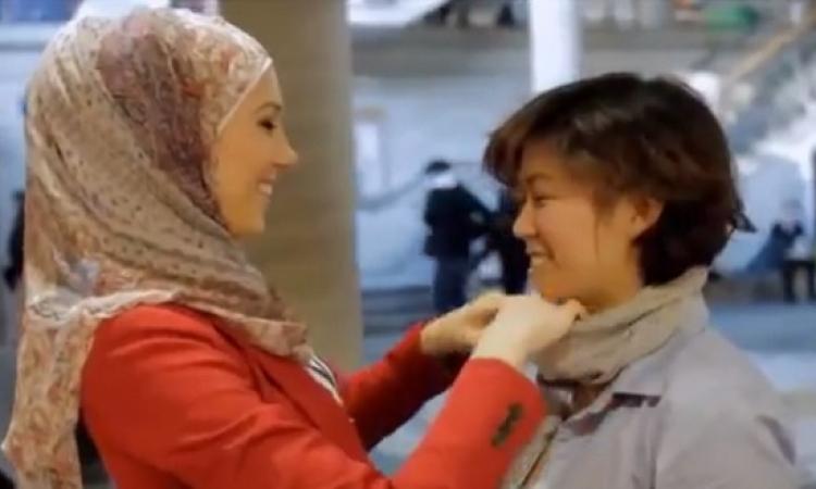 بالفيديو.. تجربة لبس الحجاب لغير المسلمات