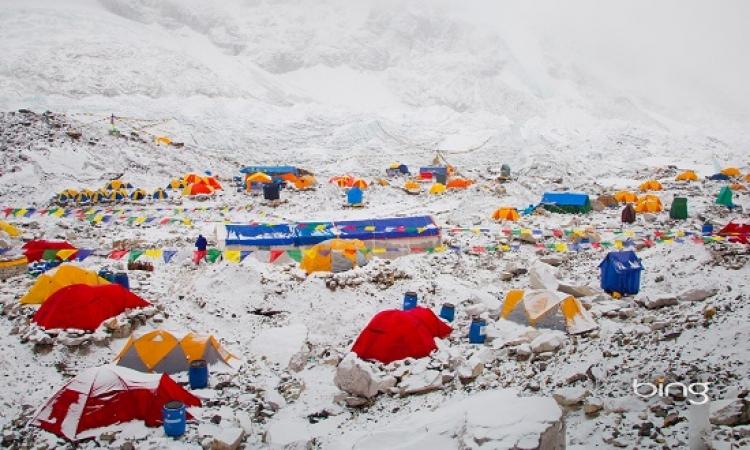 بالفيديو .. لحظة انهيار جليدى فى قمة إيفرست بسبب زلزال نيبال