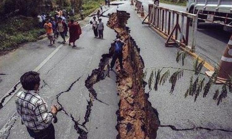 انقاذ 14 شخصًا من انزلاق أرضى بالصين ودفن عدد من المنازل