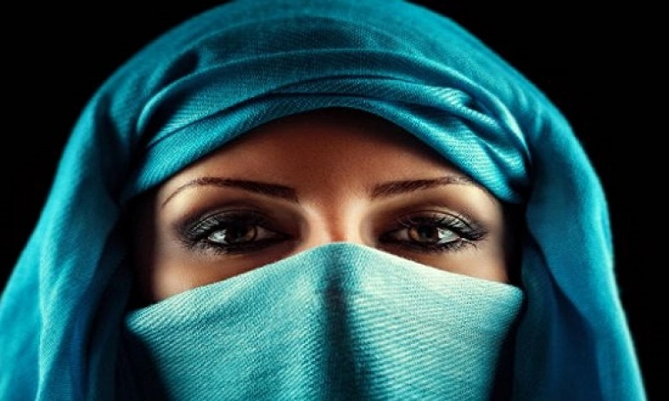 تعرفى على الكحل للعيون العربية الجذابة