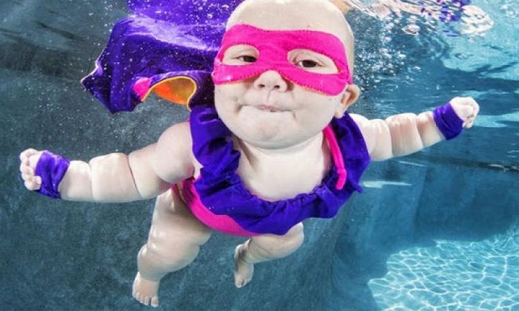 صور اطفال تحت المياه