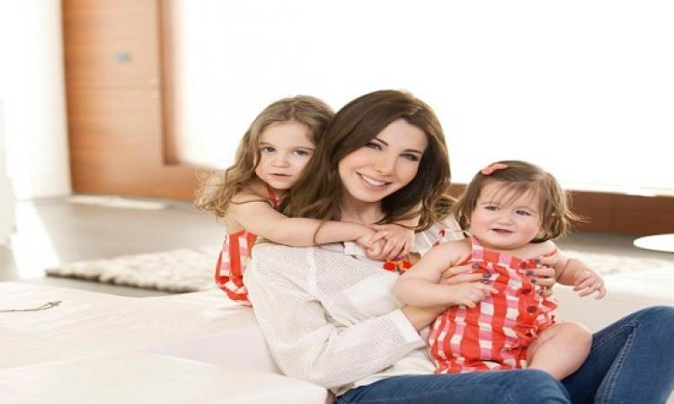 بالصور.. نانسى عجرم تحتفل بعيد ميلاد ابنتيها .. كلهم قمرات