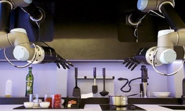 """""""روبوكوك"""" يحول أسقف المطبخ إلى أيادٍ إضافية للمساعدة .. بعد كدة احنا مش هنعمل حاجة"""