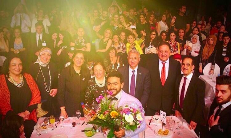 بالصور .. تامر حسنى يحيى حفلاً غنائيًا بألمانيا بحضور السفير المصرى
