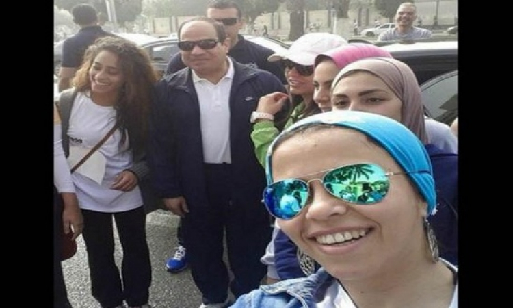 بالفيديو.. قصة سيلفى السيسى مع متسابقى Cairo runners