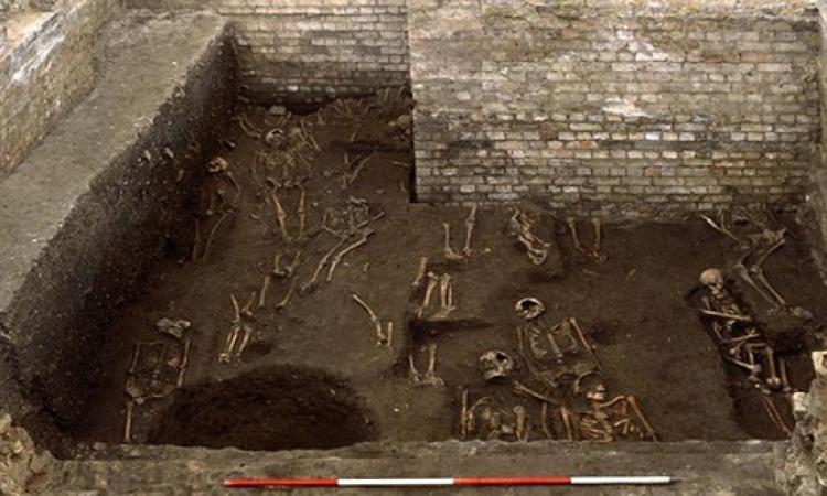 400 هيكل عظمي اسفل جامعة كامبريدج تعود إلى القرون الوسطى