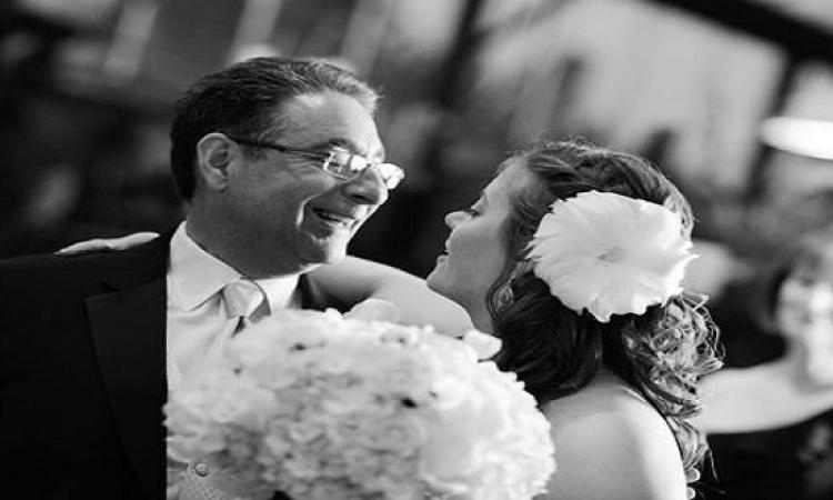 اب يقاطع رقصة ابنته العروس .. وهذا ما فعله