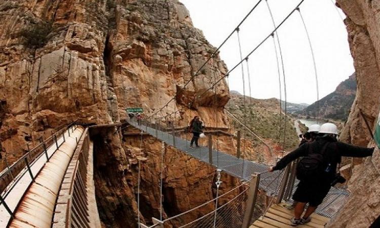 بالصور .. إعادة افتتاح طريق الموت بأسبانيا .. الجنون لا دين له