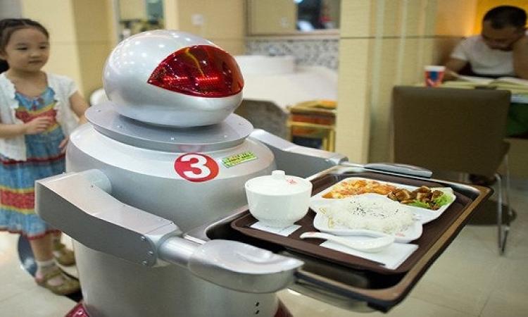 المستقبل لهم .. روبوتات إيترى تقدم لك الطعام فى الصين