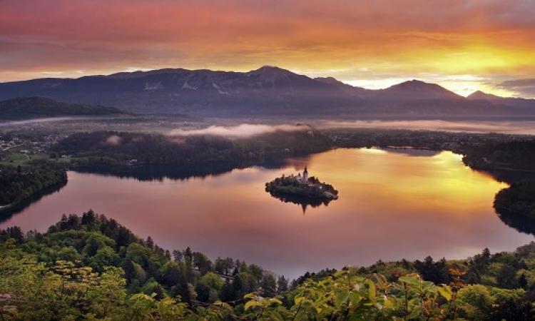 بحيرة بليد فى سلوفينيا .. عندما يمتزج الجمال بالسحر والخيال !!