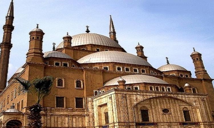بالصور.. لحظة نادرة لترميم مسجد محمد على
