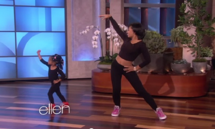 بالفيديو .. طفلة ترقص بشكل محترف مع والدتها على أنغام أغنية بيونسيه