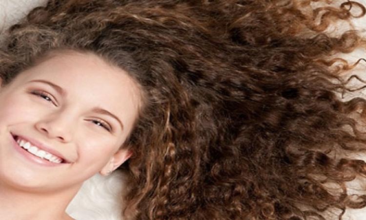 بمستحضرات طبيعية اعملى شعرك كيرلى أو أملس