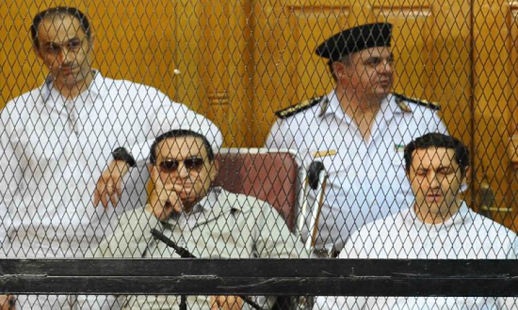 بعد حكم قضية القصور الرئاسية .. التحفظ على مبارك ونجليه لحين حساب مدة الحبس